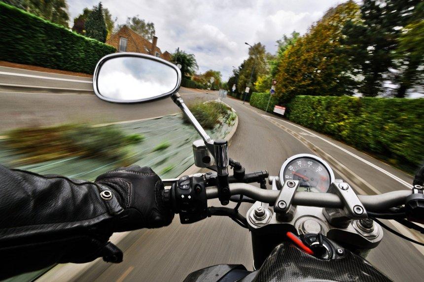 As motos são mais visadas e se envolvem mais em acidentes.