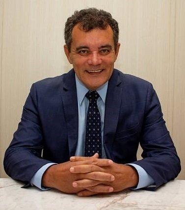 Luiz Carlos Checozzi.